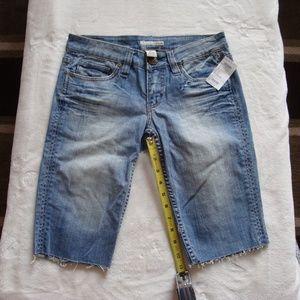 Refuge size 5 Bermuda shorts faded NWT